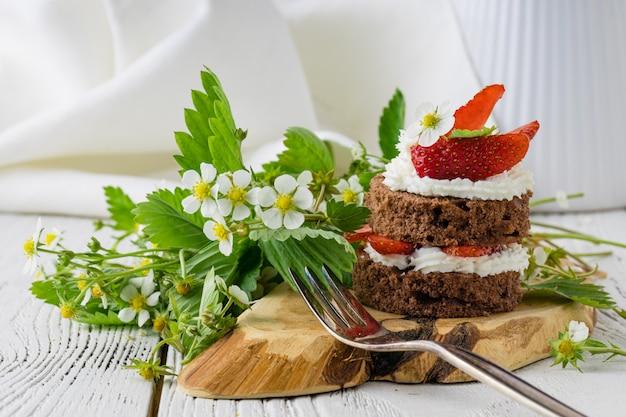 Kleine törtchen mit erdbeeren und mascarpone
