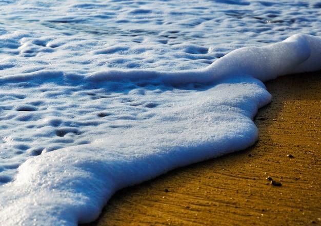 Kleine wellen am strand, hintergrund