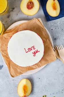 Kleiner bento-kuchen für einen geliebten menschen kuchen im koreanischen stil in einer schachtel für eine person
