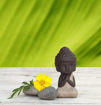 Kleiner buddha meditiert