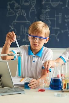 Kleiner chemiker