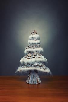 Kleiner dekorativer weihnachtsbaum