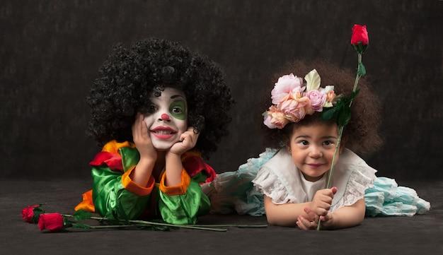 Kleiner junge mit clown make-up