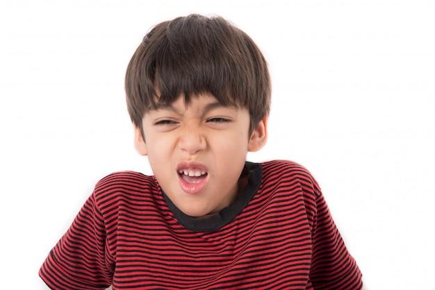 Kleiner junge mit traurigkeitsgesichtsporträt