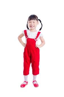 Kleines asiatisches mädchen, das steht und lächelt