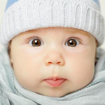 Kleines baby, süßes gesicht