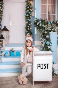 Kleines mädchen schickte brief an den weihnachtsmann