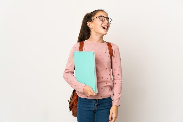 Kleines studentenmädchen lokalisierter hintergrund lachend