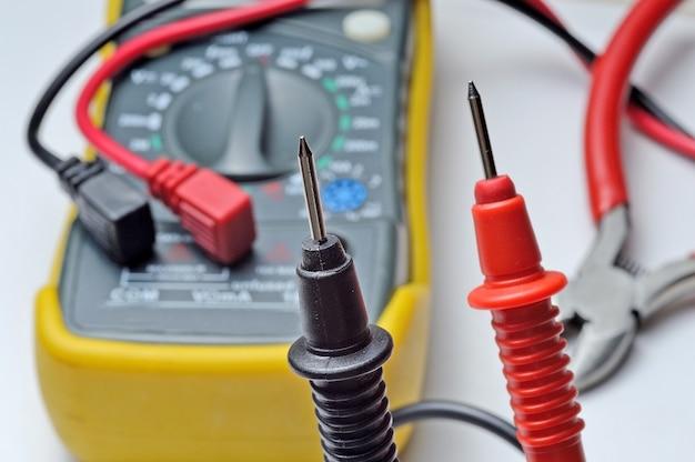 Klemmenblock und zangen für den elektrischen tester.