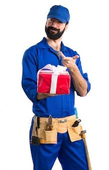 Klempner mit geschenk