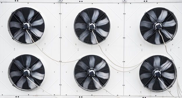 Klimaanlagen auf dem dach eines industriegebäudes hvac