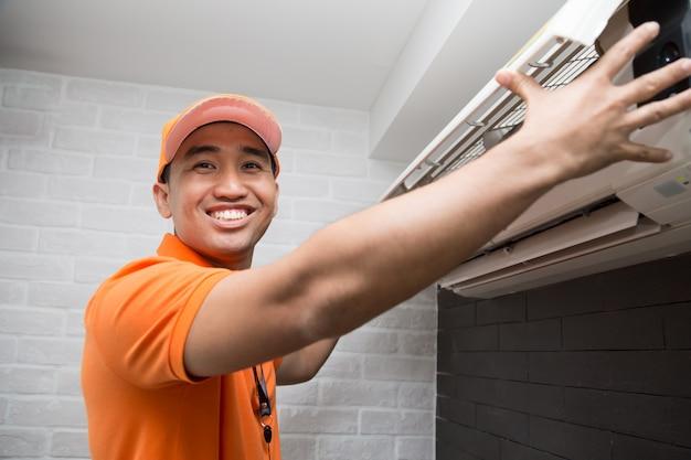 Klimaanlagen-techniker