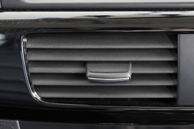 Klimaanlagenentlüftungsgrill in einem modernen auto