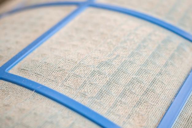 Klimaanlagenfilter mit schmutzigem staub