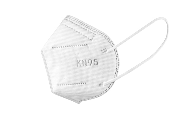 Kn95 gesichtsmaske isoliert auf. persönliche schutzausrüstung gegen coronavirus covid-19