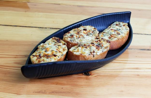Knoblauch-käse-toast-gericht