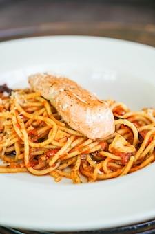 Knoblauch spaghetti mit lachs