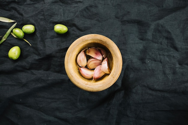Knoblauch und oliven