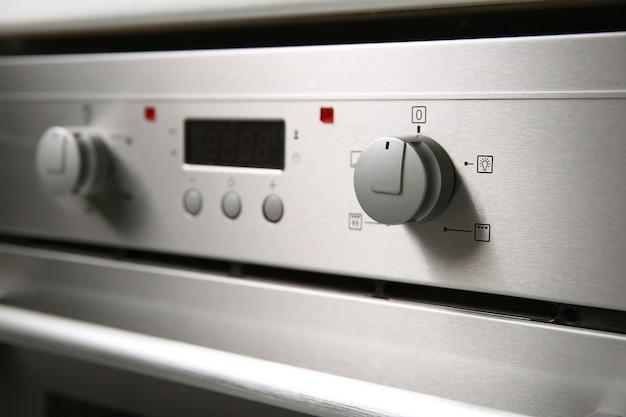 Knöpfe an einem elektrischen ofen schließen