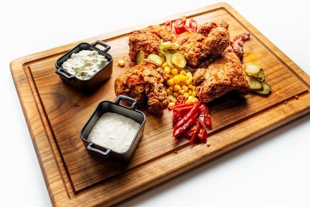Knusprig frittiertes hühnchen