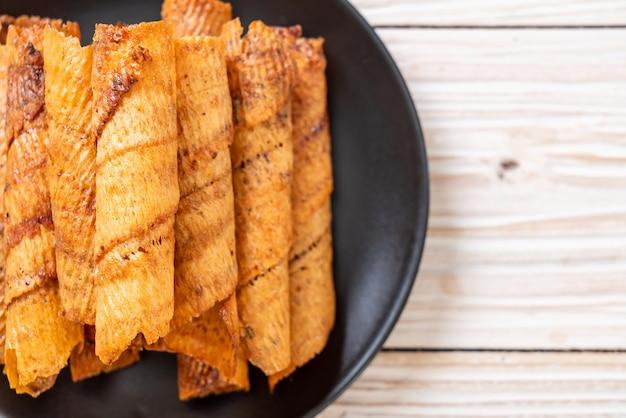Knusprig getrocknete tintenfischröllchen