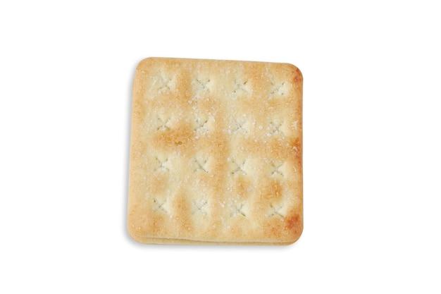 Knusprige cracker mit zucker auf weißem hintergrund