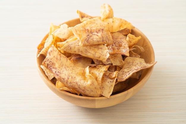 Knusprige süße taro chips - gesunder snack