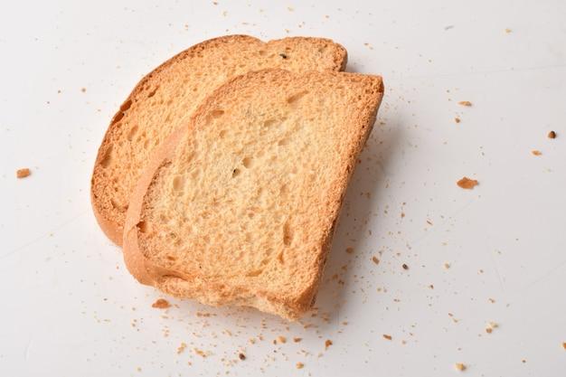 Knuspriger zwieback oder toast für ein gesundes leben