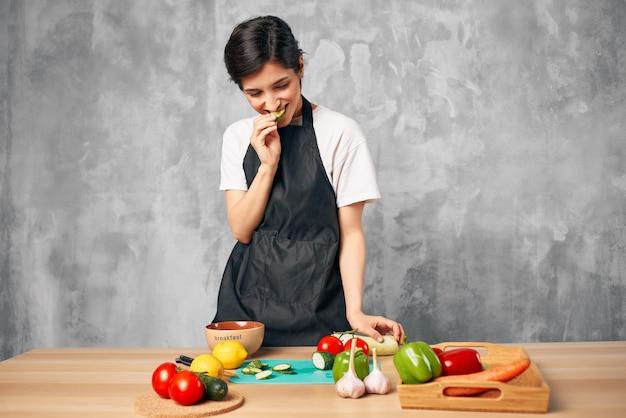 Koch kochen gesundes essen schneidebrett