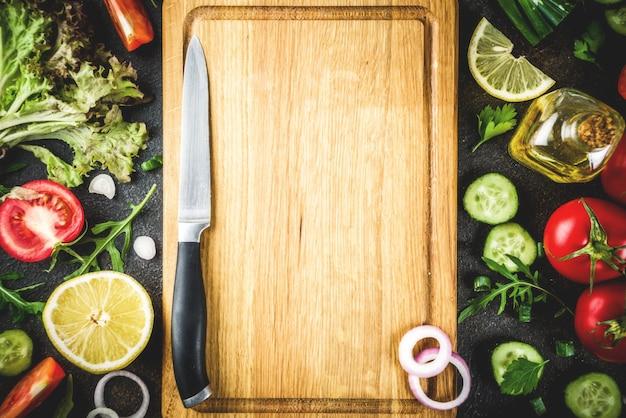 Kochen des hintergrundes, frische salatbestandteile, italienische küche