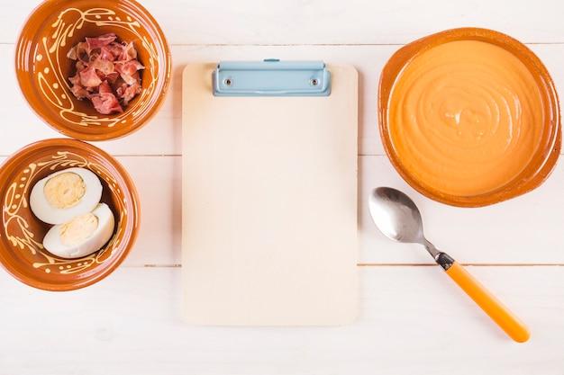 Kochen desktop mit essen und zwischenablage