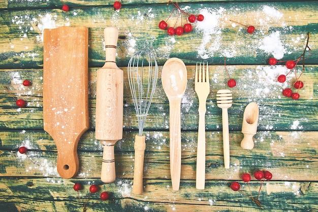 Kochen oder backen mit küchenutensilien