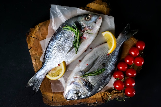 Kochen und zutaten für rohen fisch