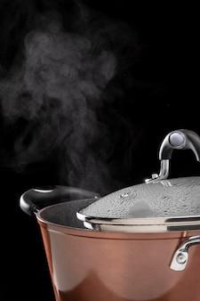 Kochend heißes wasser-arrangement