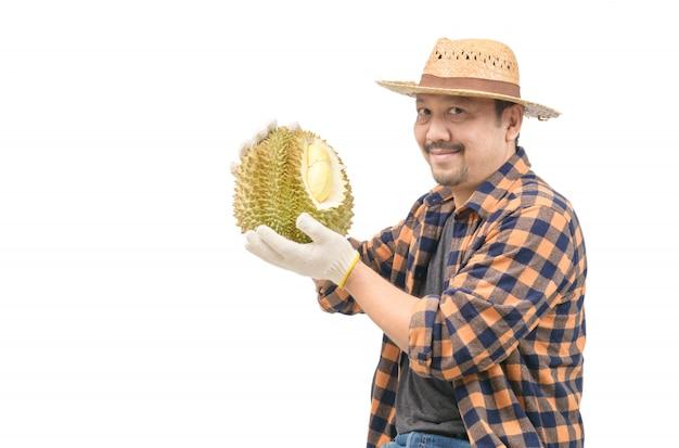 König der frucht in thailand, asiatischer mann bauer, der mon thong durian hält