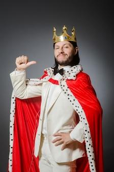 Königgeschäftsmann im königlichen geschäftskonzept