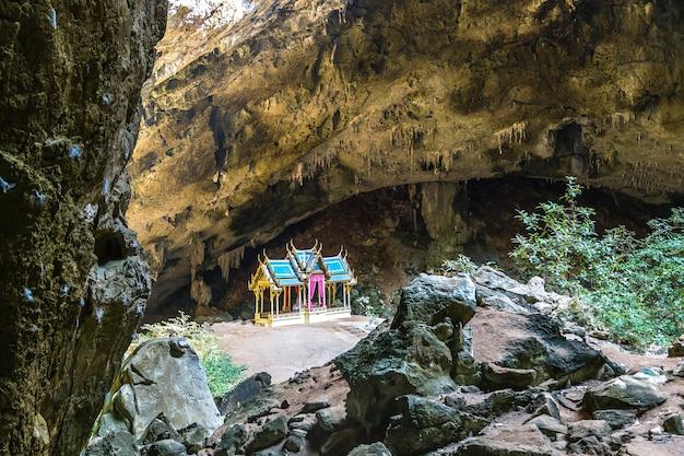 Königlicher pavillon in der phraya nakorn höhle, thailand