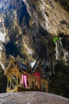 Königlicher pavillon in höhle phraya nakorn.