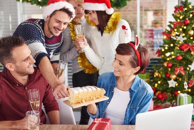Können wir leckeren weihnachtskuchen probieren?