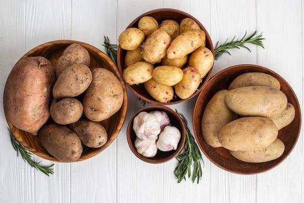 Körbe mit kartoffeln