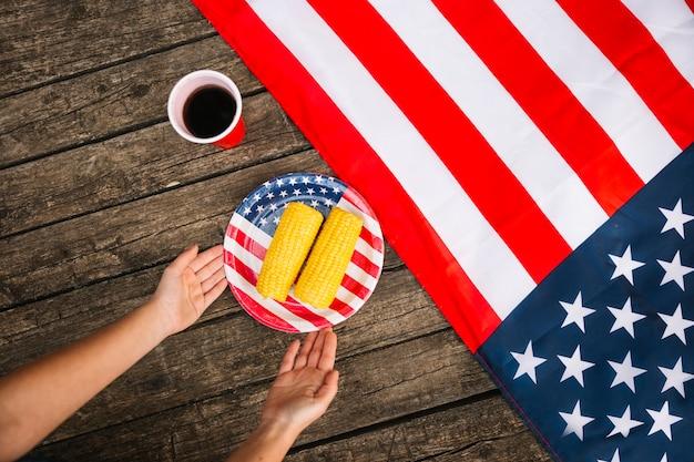 Körner auf platte mit amerikanischem symbol