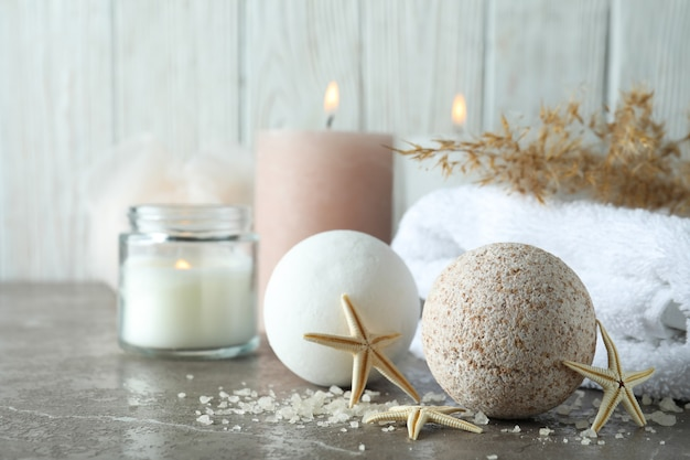 Körperpflegekonzept mit badekugeln, platz für text