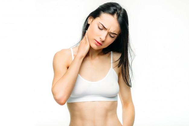 Körperschmerzen, frau haben probleme mit dem nacken, eingeklemmte nerven