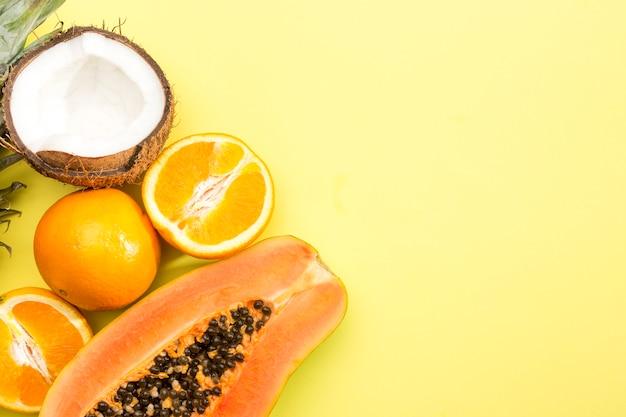 Köstliche auswahl an exotischen früchten