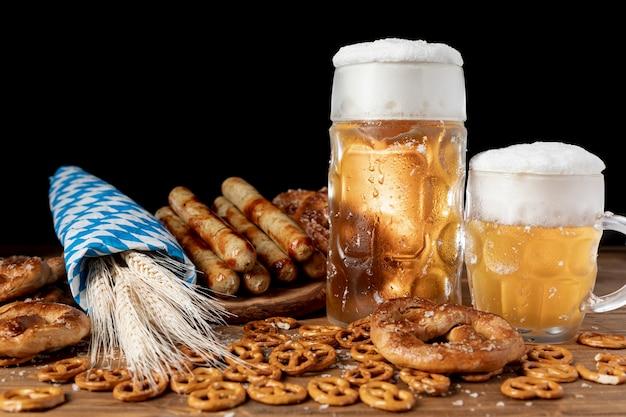 Köstliche bayerische getränke und snacks