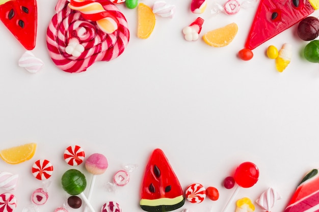 Köstliche bonbons der draufsicht mit kopienraum