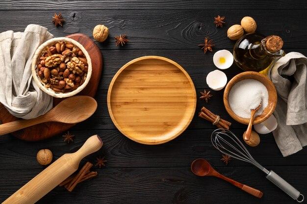 Köstliche brötchen mit hüttenkäse zum frühstück kochen, zutaten auf holzhintergrund, flach