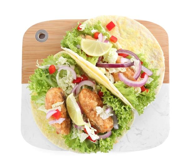 Köstliche fisch-tacos isoliert auf weiß, ansicht von oben