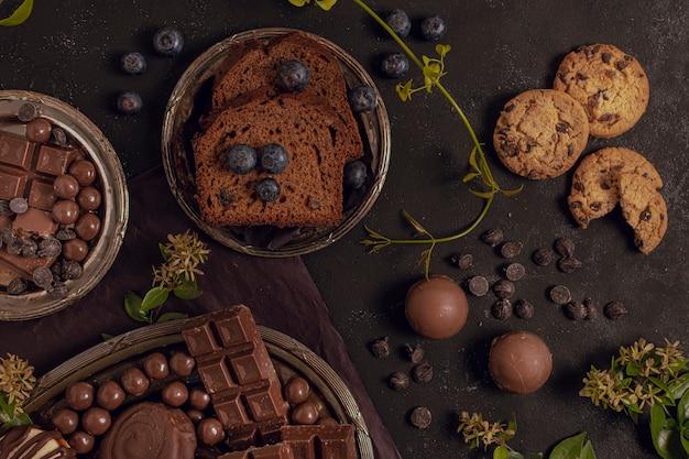 Köstliche flache zusammenstellung der lage der mischschokolade