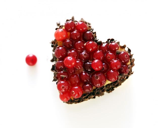 Köstliche fruchttorte auf dem tisch